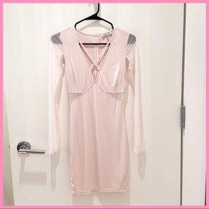 🎀 NWOT FASHION NOVA LIGHT PINK / CREAM DRESS